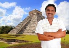Homme mexicain avec le sourire maya de chemise Photo libre de droits