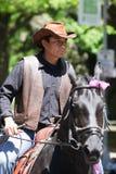 Homme mexicain conduisant un cheval Photographie stock libre de droits