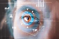homme moderne de cyber avec le panneau d'oeil d'écran de technologie photographie stock