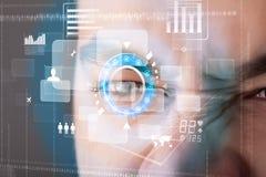 Homme moderne futuriste de cyber avec le panneau d'oeil d'écran de technologie illustration de vecteur