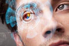 Homme moderne futuriste de cyber avec le panneau d'oeil d'écran de technologie images libres de droits