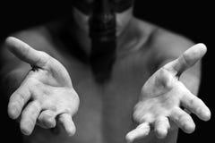 Homme montrant les mains vides Photos libres de droits