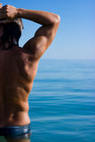 Homme musculaire image stock