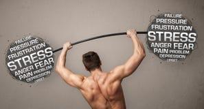 Homme musculaire combattant avec l'effort images libres de droits