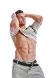 Homme musculaire puissant posant sur un fond blanc photos libres de droits