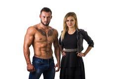 Homme musculaire sans chemise, d'ajustement et belle femme blonde Images stock