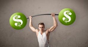 Homme musculaire soulevant les poids verts de symbole dollar Photographie stock libre de droits
