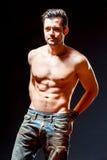 Homme musculaire sportif intense Le portrait masculin émotif images stock