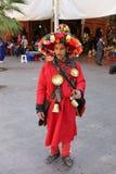 Homme non identifié vendant l'eau dans l'équipement traditionnel photographie stock libre de droits