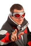 Homme normal dans les lunettes de ski et la jupe de ski Photo stock