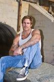 Homme observé bleu avec des tatouages Image libre de droits