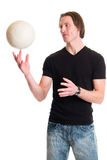 Homme occasionnel avec le volleyball Image stock