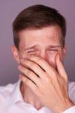 Homme occasionnel avec un visage pleurant Photo libre de droits
