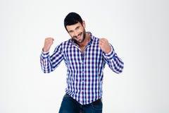 Homme occasionnel heureux célébrant sa réussite Image stock