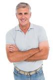 Homme occasionnel souriant à l'appareil-photo Photo stock