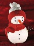 Homme orienté de neige de Noël avec l'écharpe rouge contre Image libre de droits
