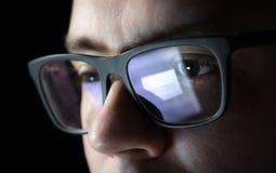 Homme orienté et réfléchi Codeur, programmeur ou lotisseur image libre de droits