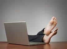 Homme paresseux au bureau Photo libre de droits