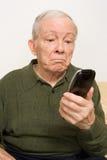Homme plus âgé avec à télécommande Image stock