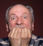 Homme plus âgé avec le visage fermé à la main Photos libres de droits