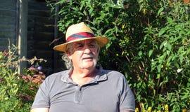 Homme plus âgé avec un chapeau de paille. Photo stock