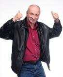 Homme plus âgé heureux montrant le signe correct Image stock