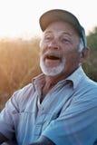 Homme plus âgé riant avec une barbe Images stock