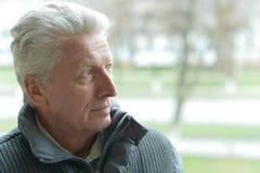 Homme plus âgé sérieux Images libres de droits