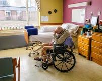Homme plus âgé souffrant les parties de la démence image stock