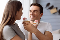 Homme positif gai alimentant son amie Photographie stock