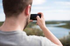 Homme prenant des photos Images stock