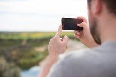 Homme prenant des photos Photo libre de droits