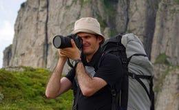 Homme prenant des photos photos libres de droits