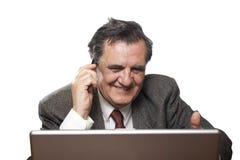 Homme réussi heureux d'affaires avec un ordinateur portatif Image libre de droits