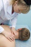 Homme recevant le massage Photo stock