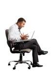 Homme regardant l'ordinateur portable et criant Images libres de droits