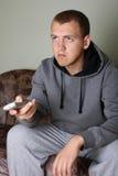 Homme regardant la TV Images stock