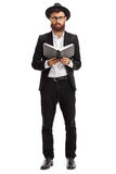 Homme religieux avec un livre image libre de droits