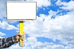 Homme retenant le signe blanc Image libre de droits