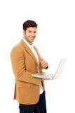 Homme retenant un ordinateur portatif Image libre de droits