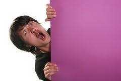 Homme retenant un panneau-réclame Photographie stock libre de droits