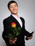 Homme romantique bel avec la fleur et la vigne roses Images libres de droits
