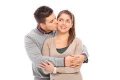 Homme romantique embrassant son amie Photo libre de droits