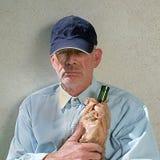 Homme sans abri avec la bouteille Image libre de droits
