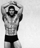 Homme sans chemise photographie stock