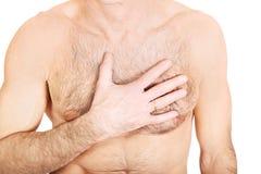 Homme sans chemise mûr avec douleur thoracique Images libres de droits