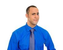Homme sceptique semblant méfiant Photo stock