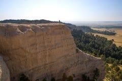 Homme se tenant sur le Ridge au fort Robinson State Park, Nébraska Photos libres de droits