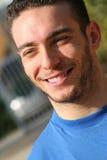 Homme serein souriant, joyeux et paisible Garçon de confiance Image stock
