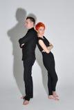 Homme sexy et femme faisant une séance photos de mode dans un studio professionnel Images stock